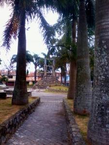 O Monumento construído no centro da praça será destruido