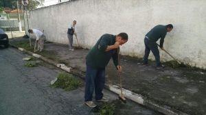Moradores fazem mutirão para limpeza da rua Hilario Freire